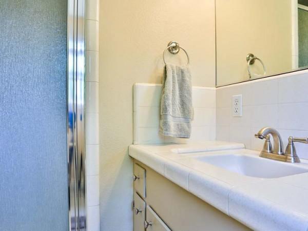532 parkrose bath1